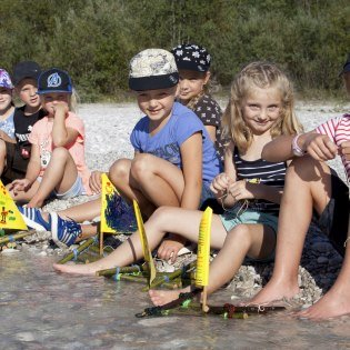 Children's programme - Building ships on the Isar in the Alpenwelt Karwendel, © Alpenwelt Karwendel | Hubert Hornsteiner