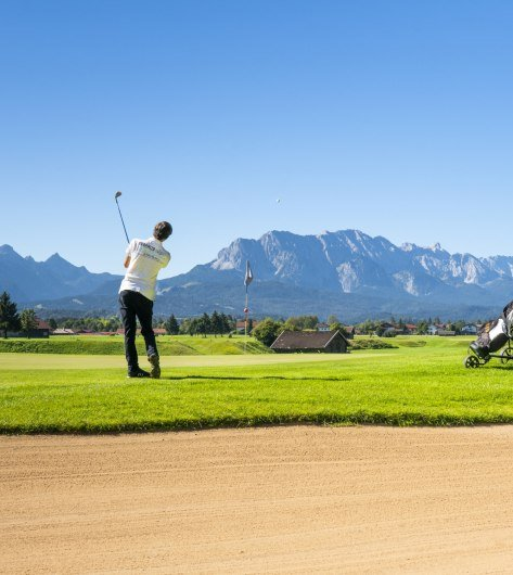 The Golf- und Landclub Karwendel in Wallgau offers a 9-hole course with a 19-hole variant nestled between the Zugspitze, Karwendel and Walchensee lakes., © Alpenwelt Karwendel   Paul Wolf