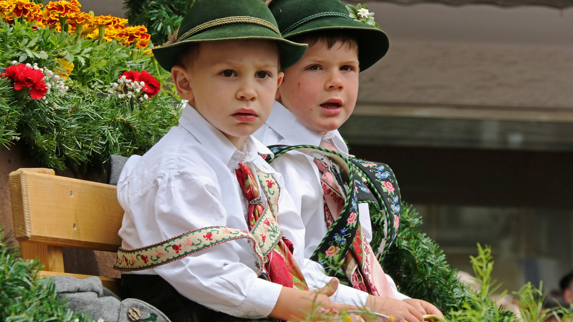 Children with costumes from Mittenwald in the Alpenwelt Karwendel, © Alpenwelt Karwendel | Wera Tuma