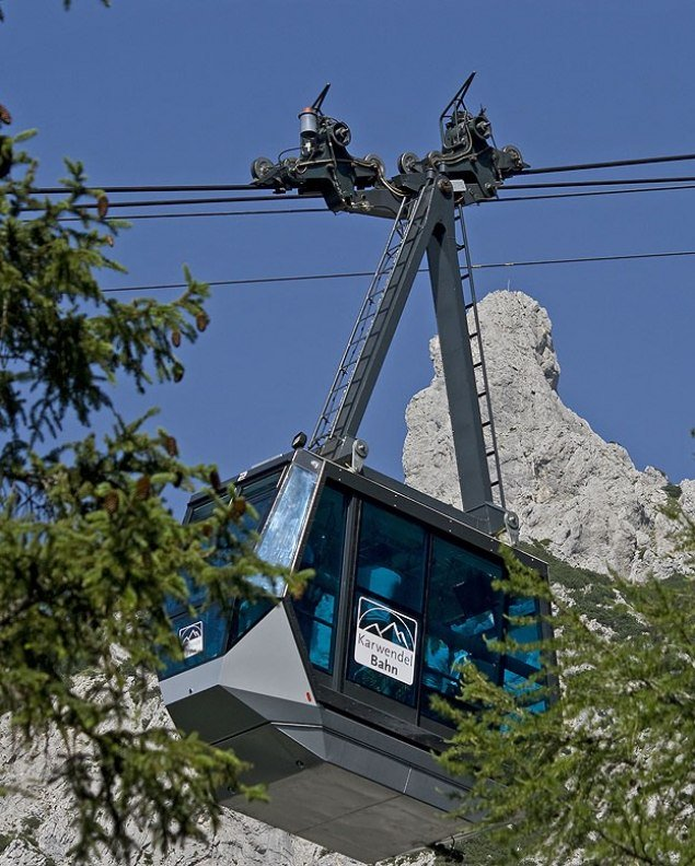 Gondola arrival of the Karwendelbahn in Mittenwald - cable car from the Isar to the Karwendel , © Alpenwelt Karwendel | Hubert Hornsteiner