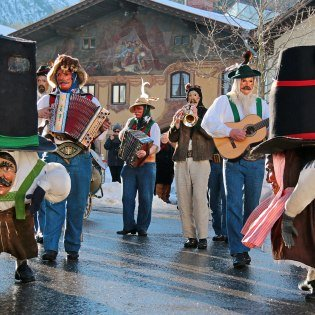 Typical carnival in the Mittenwald district Gries - Werdenfelder Faßnacht , © Alpenwelt Karwendel | Wera Tuma