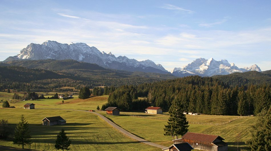 Mountain panorama from the humpback meadows between Mittenwald and Krün, © Alpenwelt Karwendel | Wera Tuma