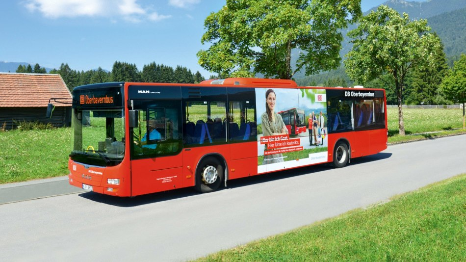 Guests with AlpenweltCard use the regional buses of the RVO free of charge, © DB AG | Nicole Rasch