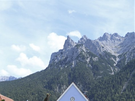 Steep views from Mittenwald to Karwendel, © Alpenwelt Karwendel | Stefanie Bech