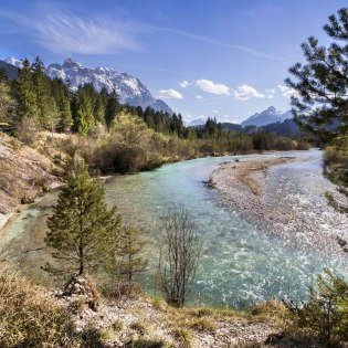 Views of the crystal clear Isar river can be found while hiking, cycling and mountaineering around Mittenwald, Krün and Wallgau, © Alpenwelt Karwendel | Wera Tuma
