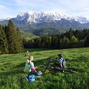 Travelling with the Moutainbike on the edge of the Wetterstein in the Elmauer Valley - Summer holidays in Krün, © Alpenwelt Karwendel | Stefan Eisend