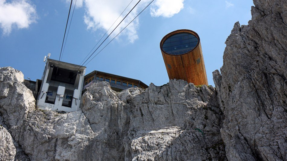 The cable car to the Karwendel takes you from Mittenwald to the 2,244m Karwendel. From there you can enjoy a unique view - from the Zugspitze over the Stubai Glacier to Watzmann., © Alpenwelt Karwendel | Rudolph Pohmann