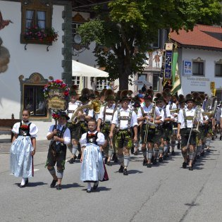 The Wallgau music as it moves through its hometown on the Isar, © Alpenwelt Karwendel | Wolfgang Kunz