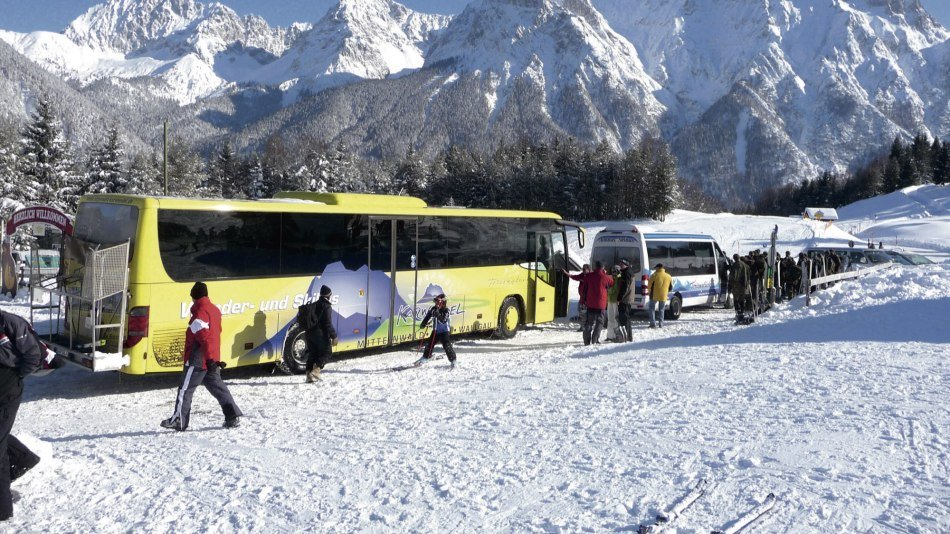 Ski and guest bus of the Alpenwelt Karwendel in the luttensee ski area on kranzberg, © Alpenwelt Karwendel | Reiseunternehmen Ferienglück, Fam. Kriner