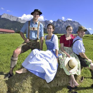 This is what the leisure costumes of the people around Mittenwald, Krün and Wallgau look like., © Alpenwelt Karwendel | Stefan Eisend