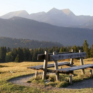Resting benches with panoramic views can be found on all tours of the Alpenwelt Karwendel, © Alpenwelt Karwendel | Wera Tuma
