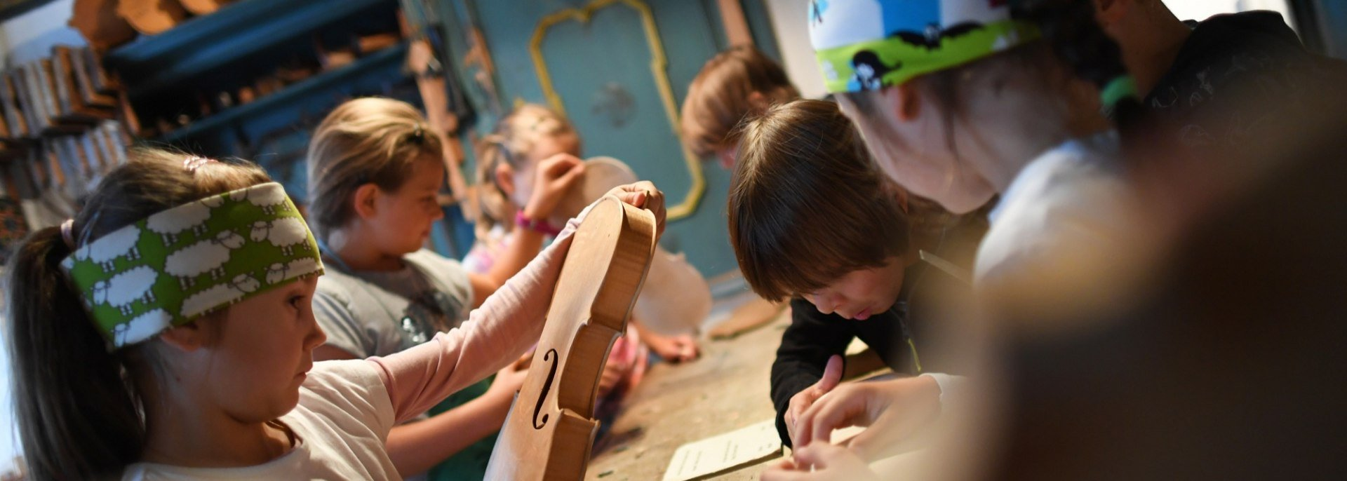 From wood to violin - children's program , © Alpenwelt Karwendel | Angelika Warmuth