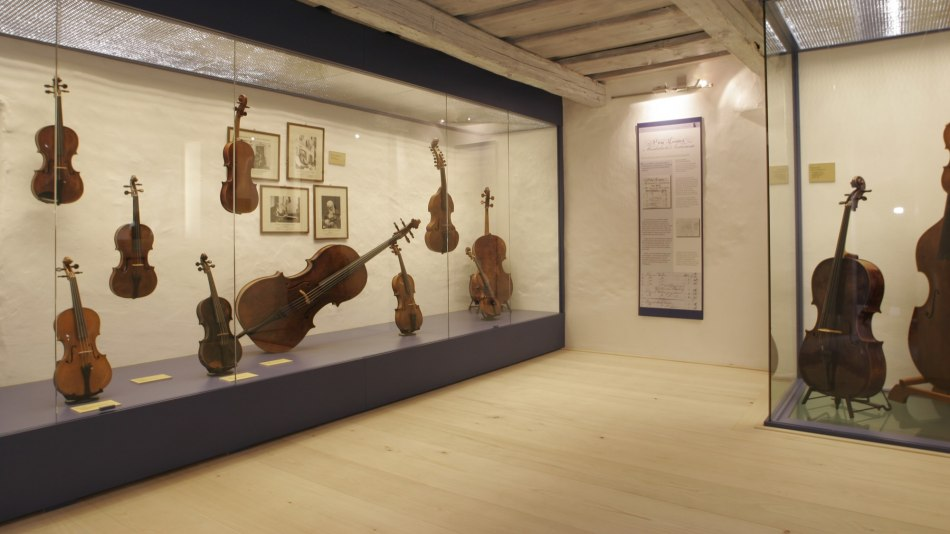 Exhibits in the Violin Making Museum in Mittenwald, © Alpenwelt Karwendel | Pfisterer