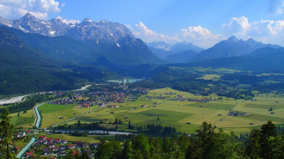 View from the Krepelschrofen over Wallgau, Krün and Mittenwald, © Alpenwelt Karwendel | Christoph Schober